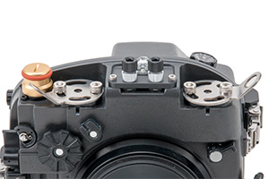 X-2 Lanyard Plate R installed on INON X-2 for EOS80D VC housing
