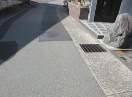 地面, 屋外, 道路, 道 が含まれている画像  自動的に生成された説明