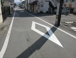 道路, 屋外, 通り, 建物 が含まれている画像  自動的に生成された説明
