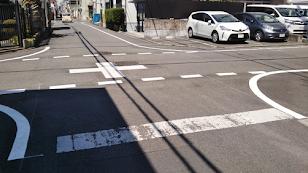道路, 屋外, 道, 光景 が含まれている画像  自動的に生成された説明