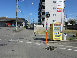 空, 屋外, 道路, 通り が含まれている画像  自動的に生成された説明